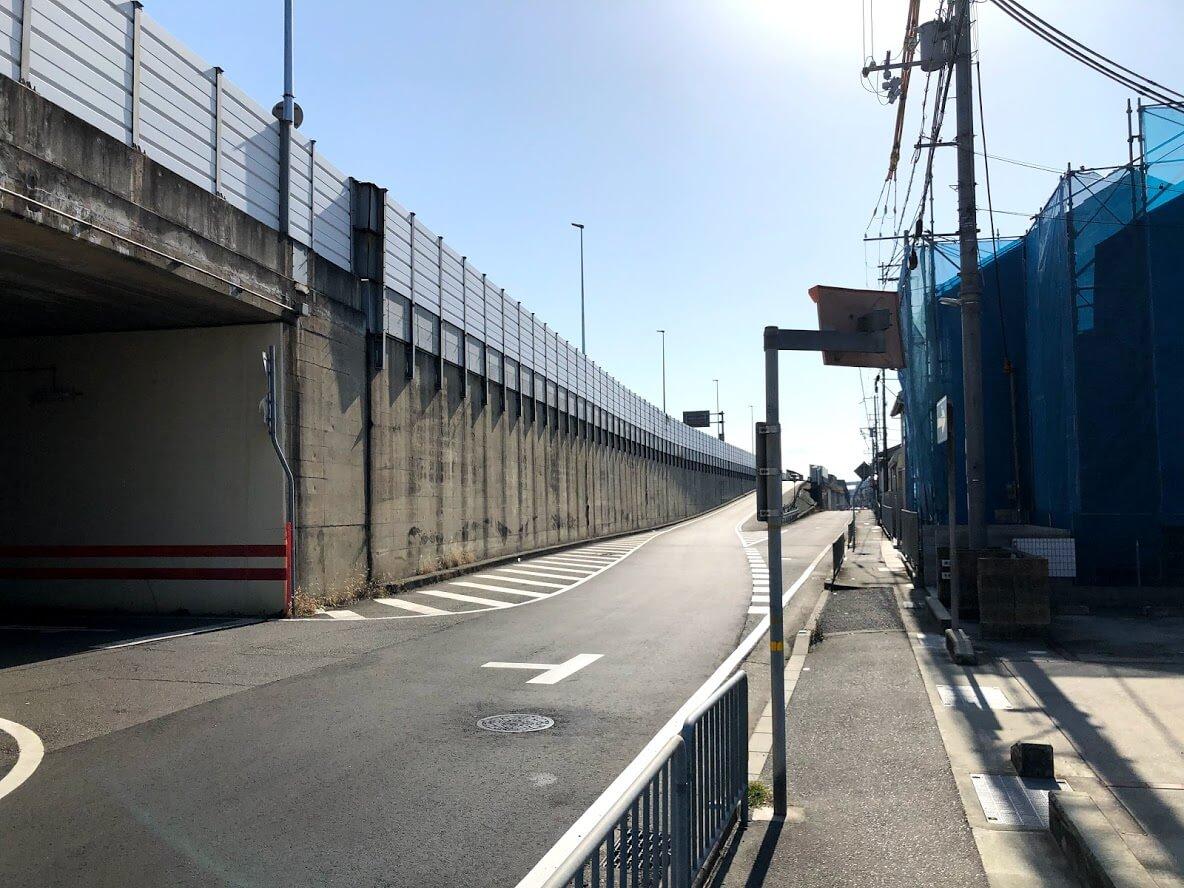 JR加古川線をまたぐ陸橋と加古川バイパス下のトンネル