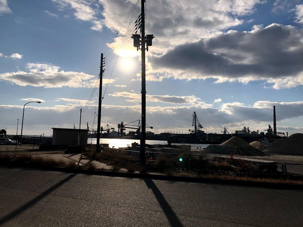 海洋文化センター側から望む神鋼加古川製鉄所
