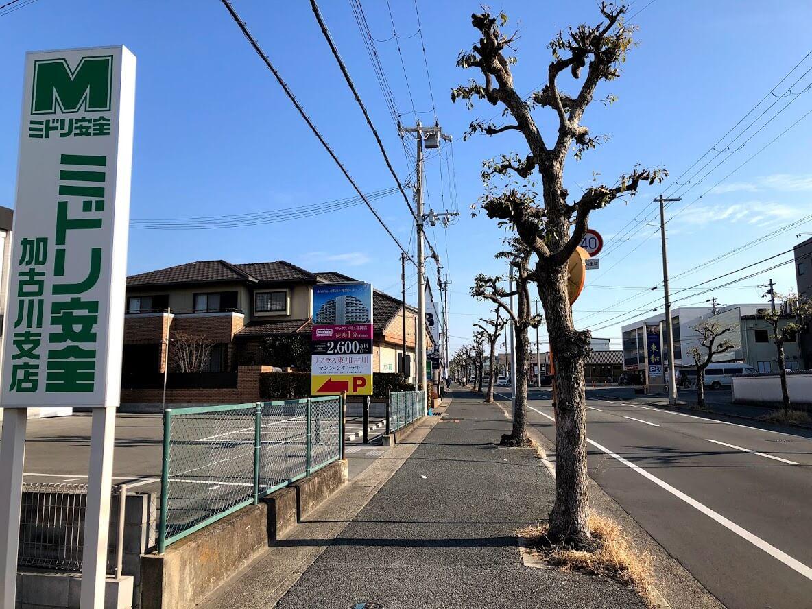リアラス東加古川マンションギャラリーの前の道路