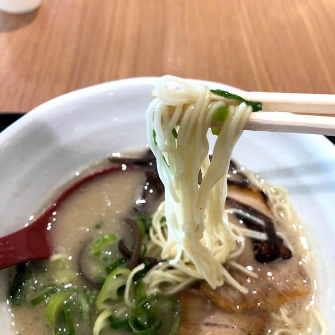 ラーメン弦流の豚骨ラーメンの細麺