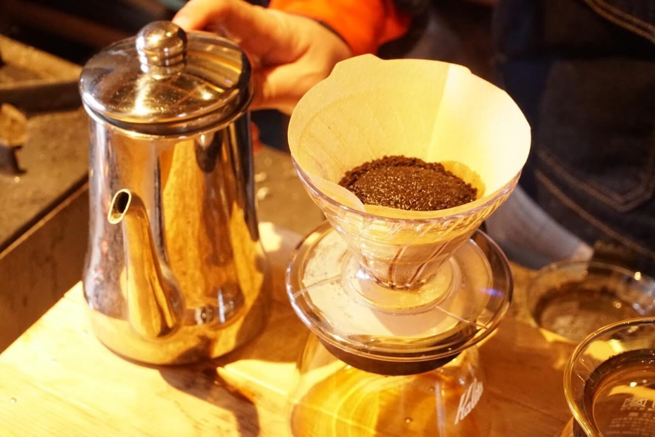 コーヒー豆を挽いてセットしたところ