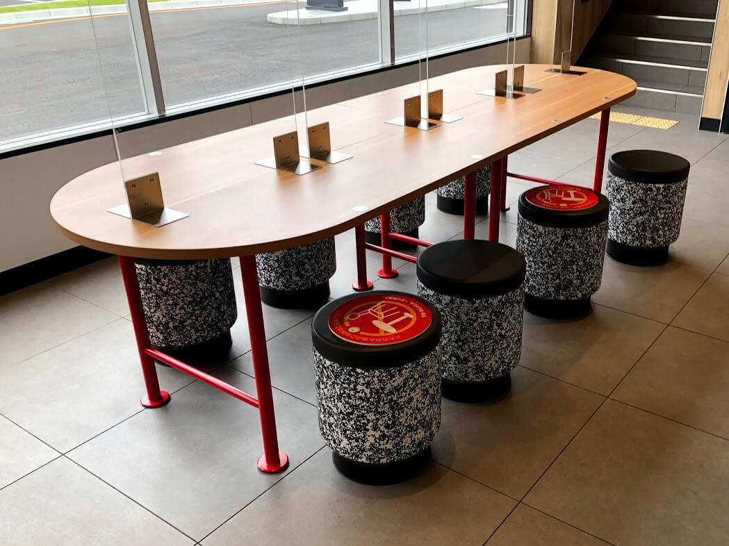 マクドナルド加古川店の1階大テーブル