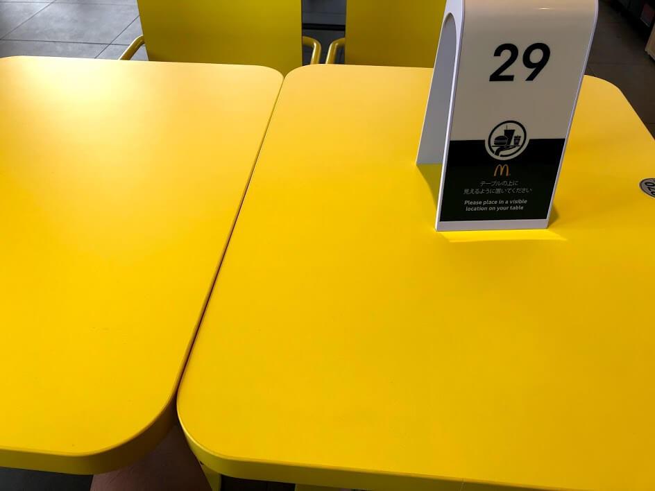 マクドナルド加古川店のテーブル