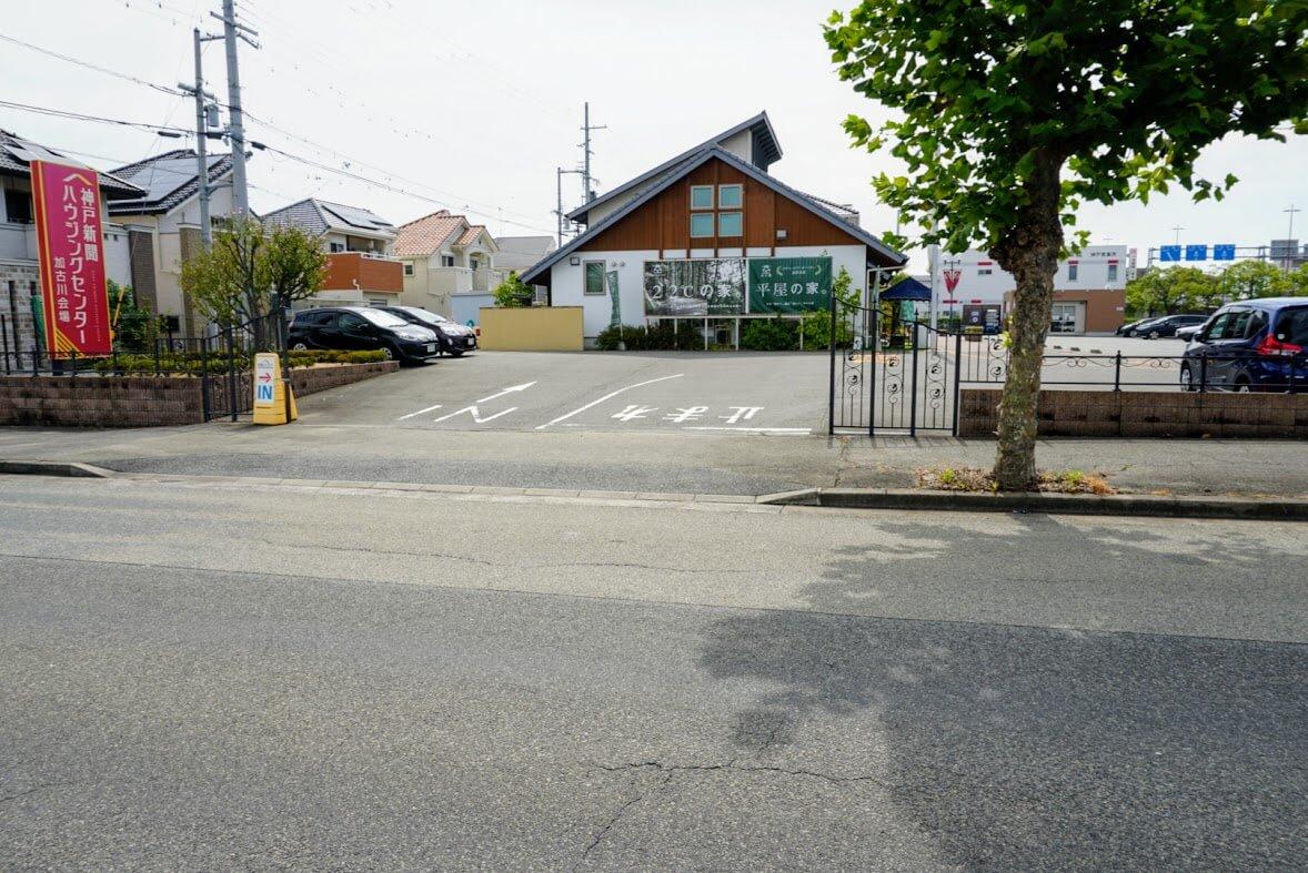 神戸新聞ハウジングセンター加古川会場東側駐車場入り口
