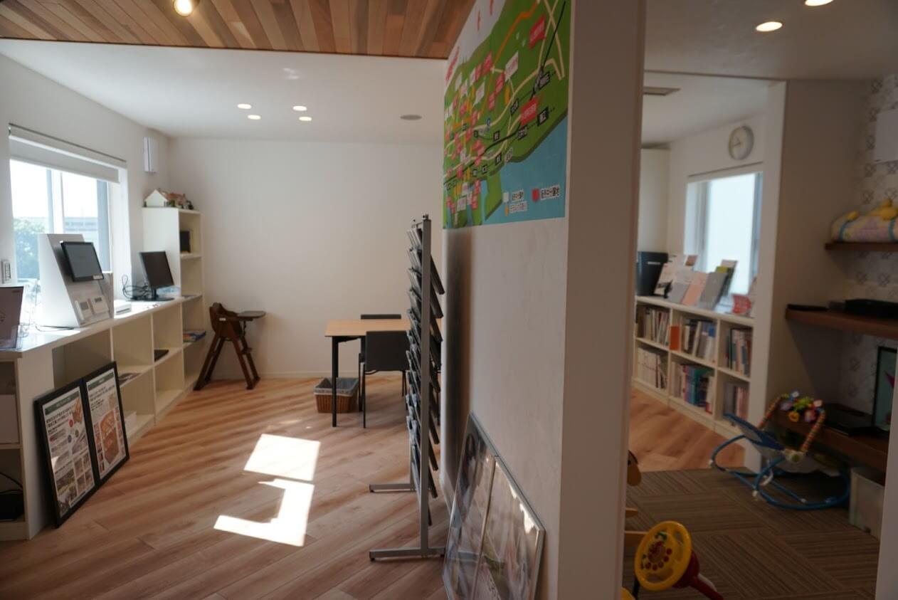KATARIE2階の打ち合わせスペース