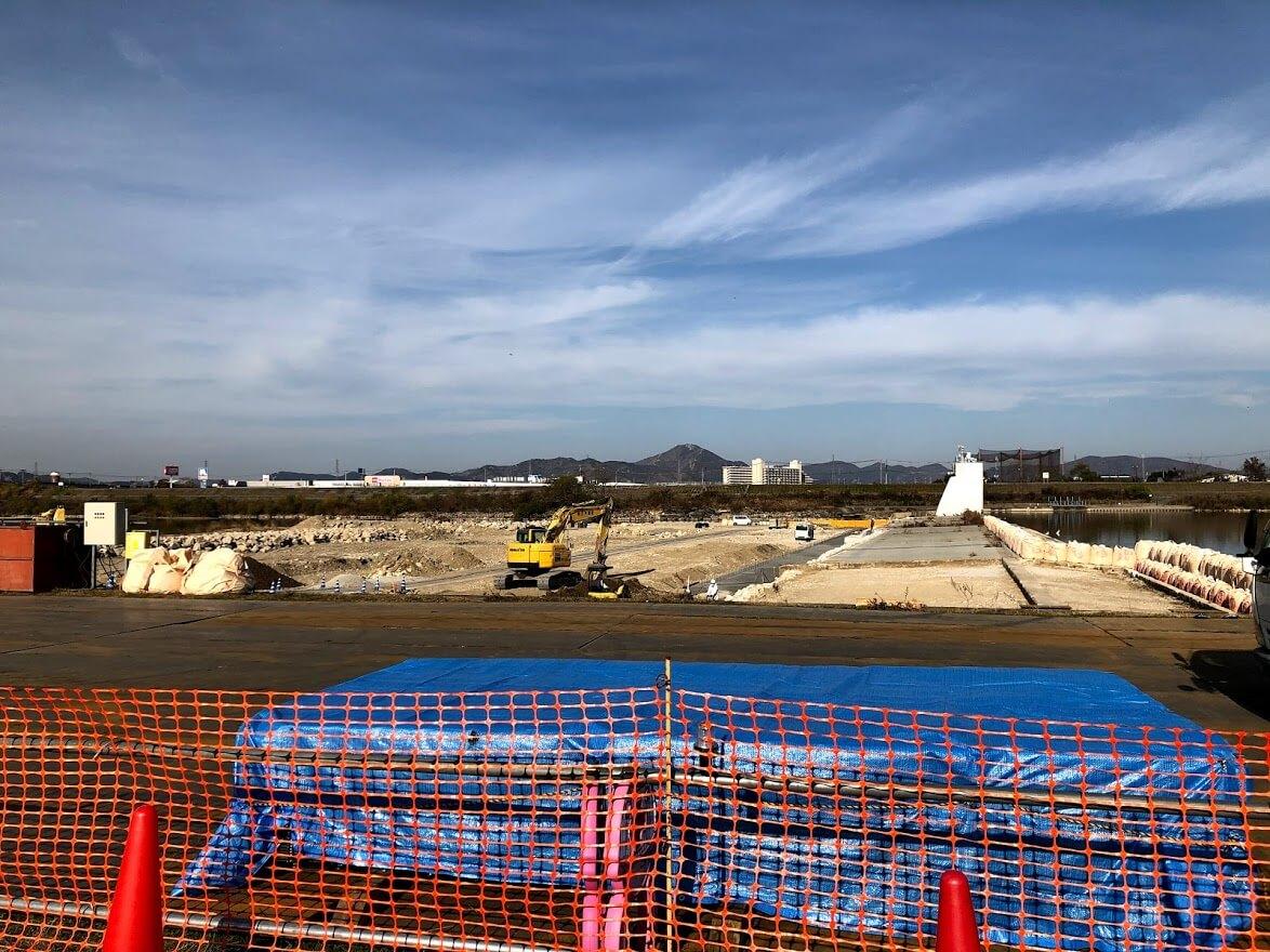 加古川堰堤固定堰復旧工事の様子