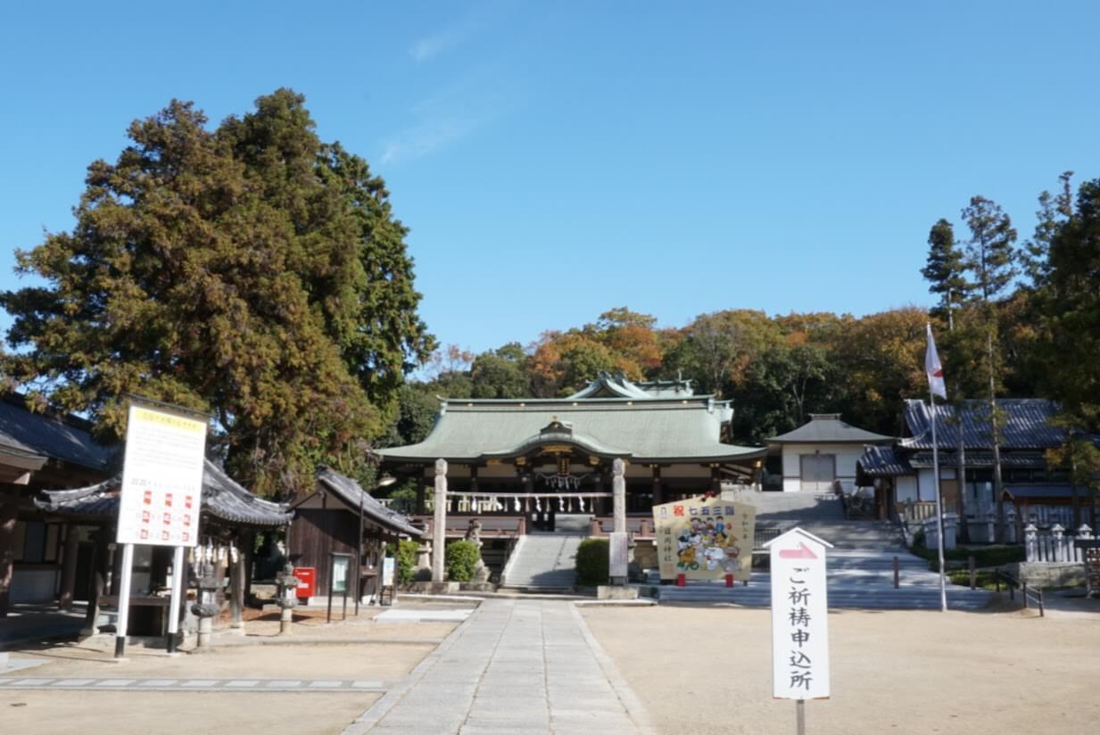 日岡神社境内