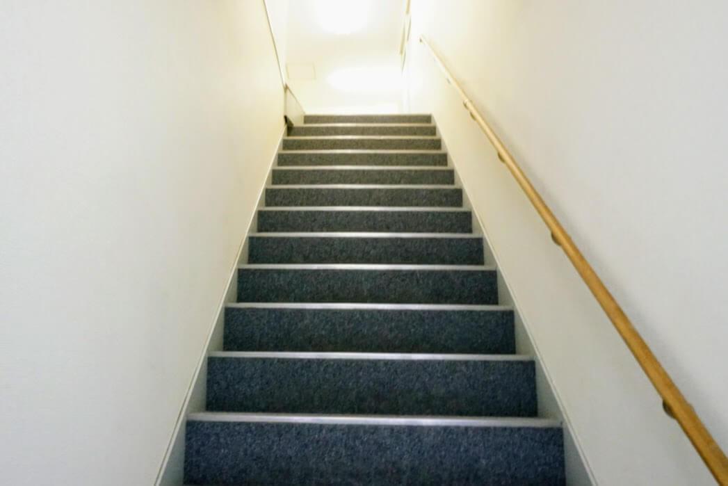 アステル洋品店への階段