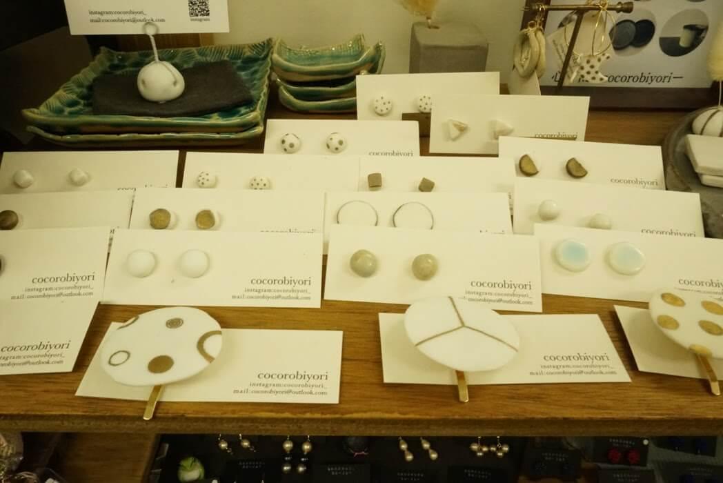 陶器のアクセサリー