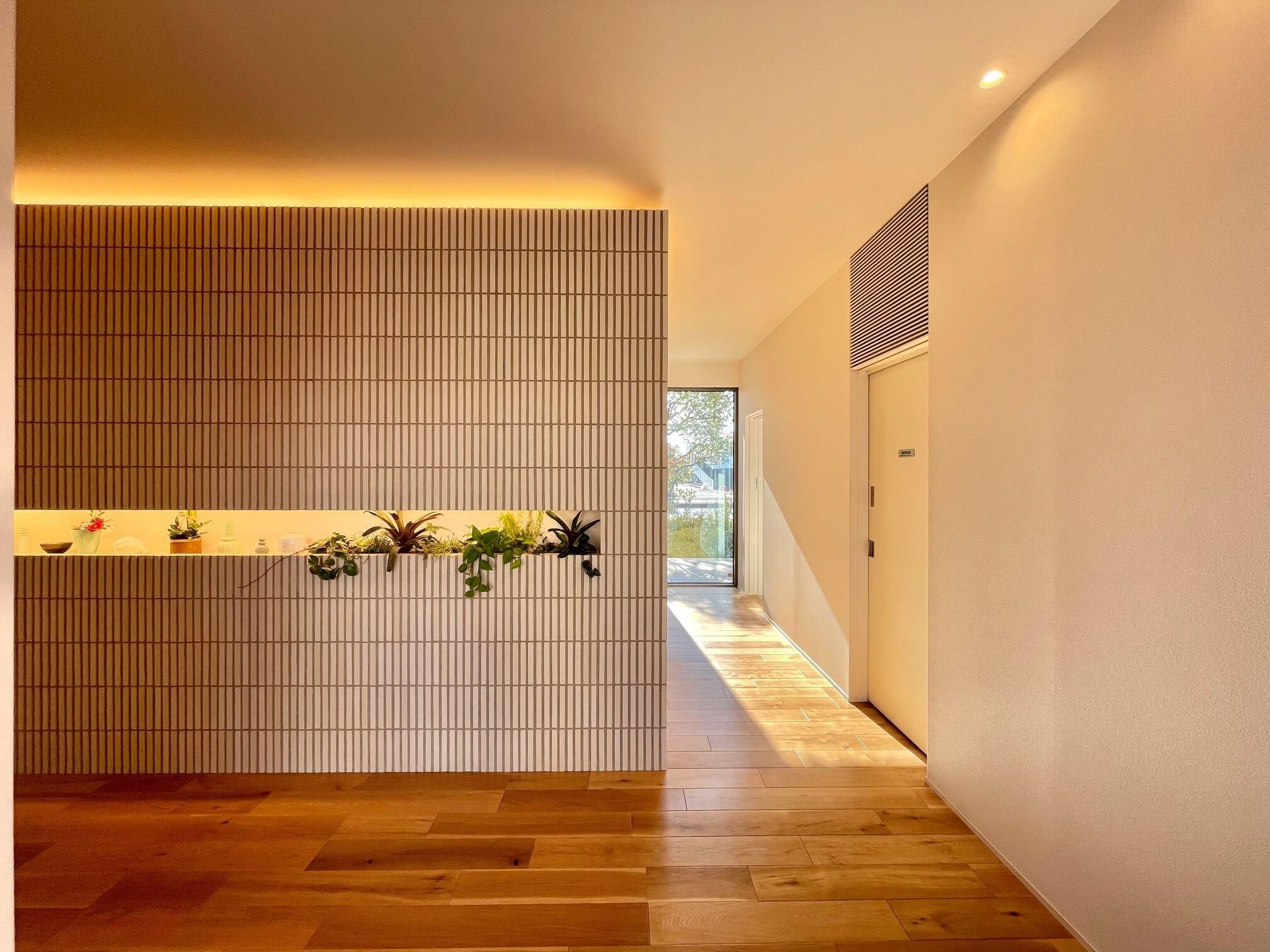 積水ハウス加古川展示場の玄関正面のアクセントタイル