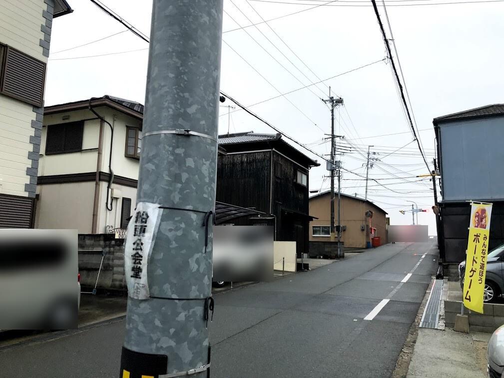 駒の時間の店の前から加古川橋西詰の信号を見たところ