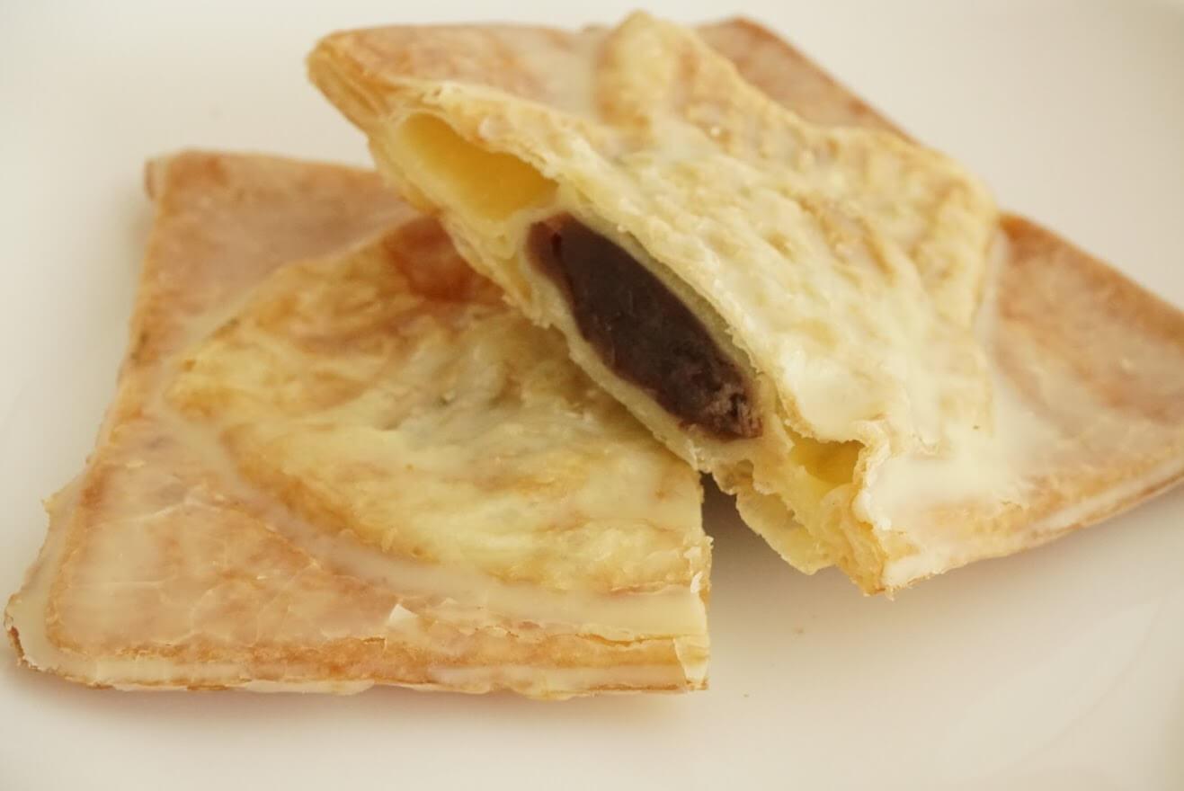 ミルクバターで仕上げた「贅沢」クロワッサン鯛焼きしっとりつぶあん断面図