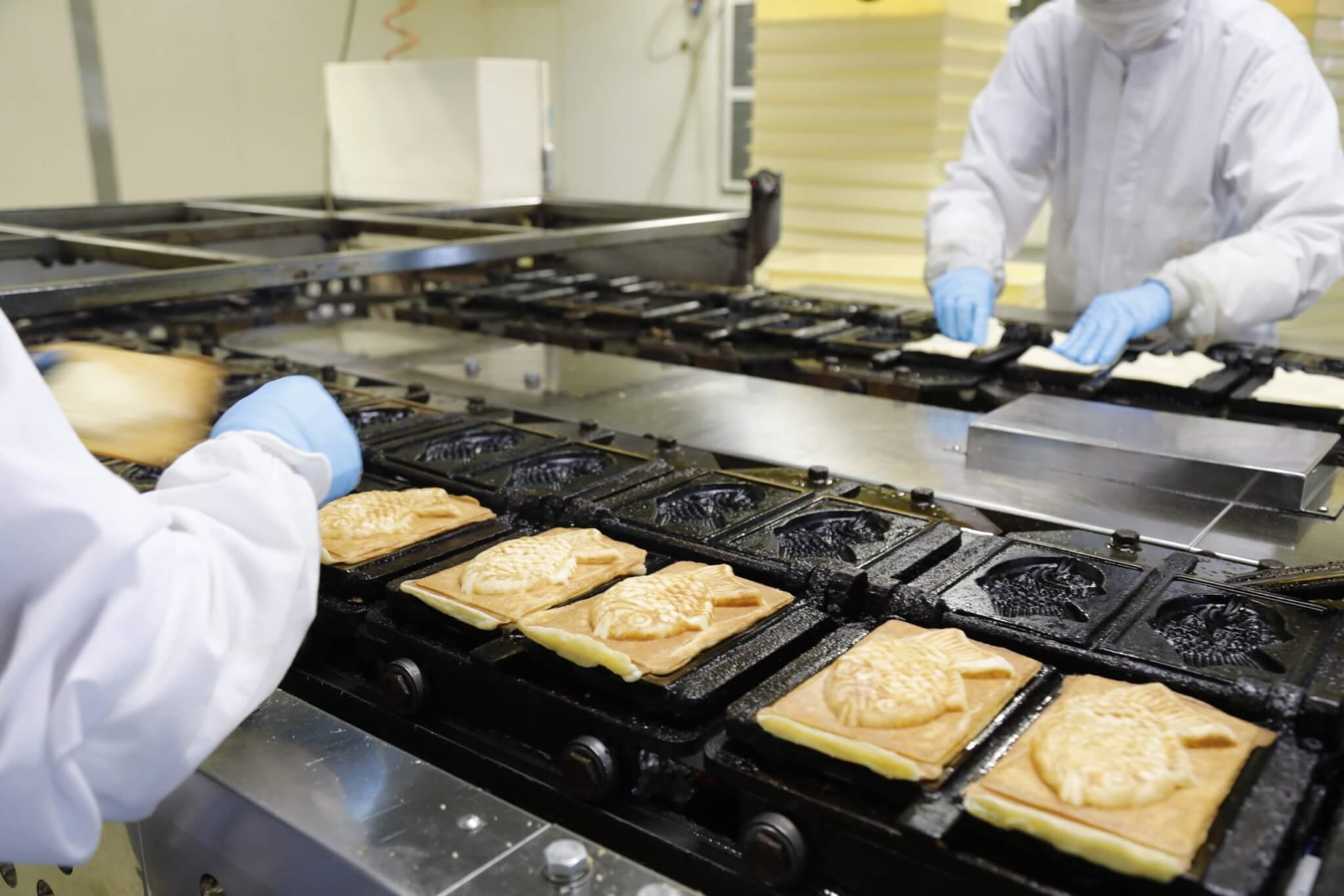 クロワッサン鯛焼き製造の様子