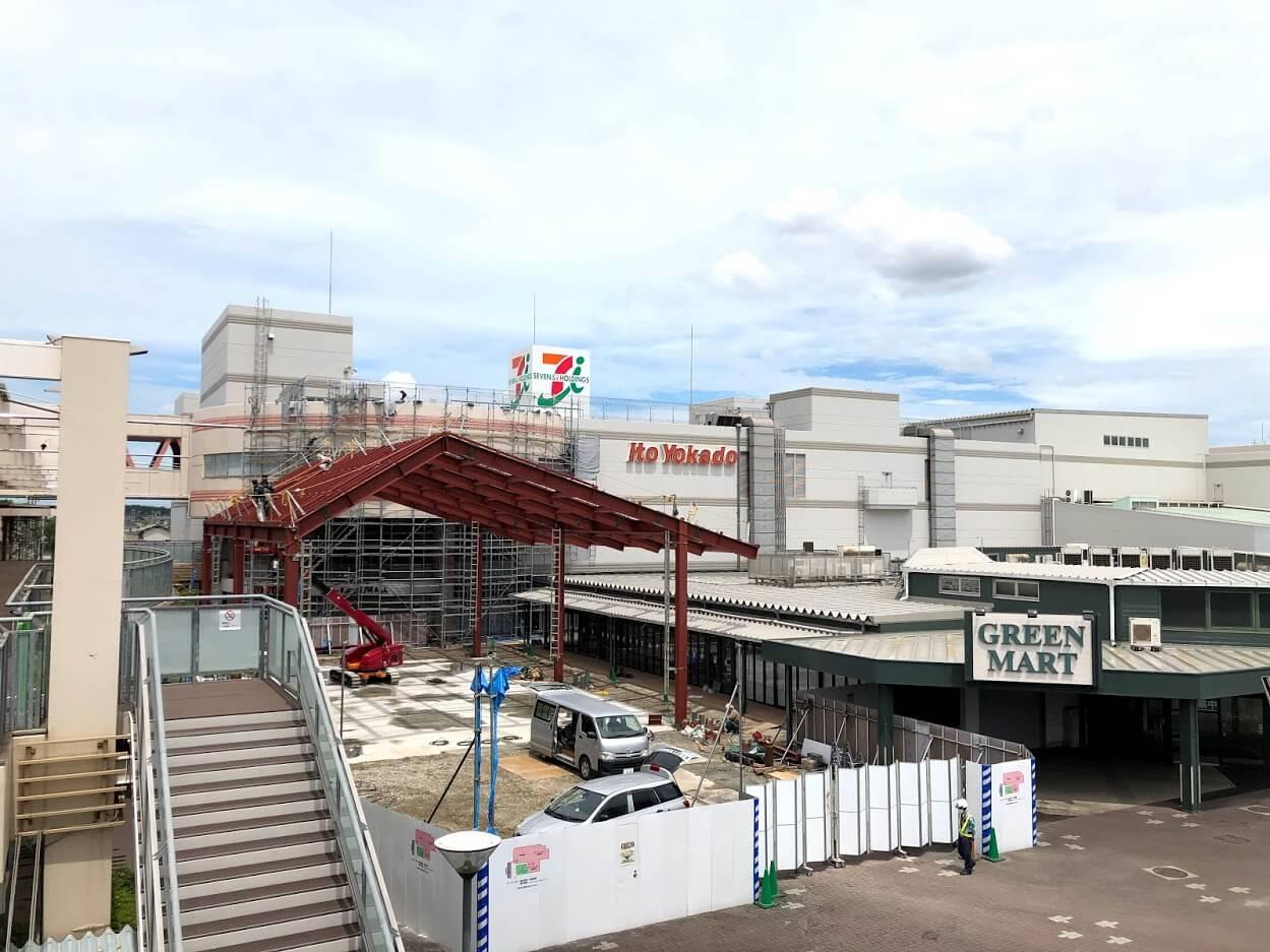 アリオ加古川の屋外広場の大屋根工事