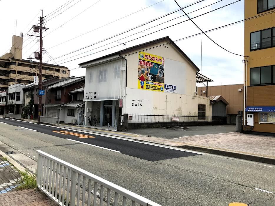 大川町交差点からヘアサロンSAISを見たところ