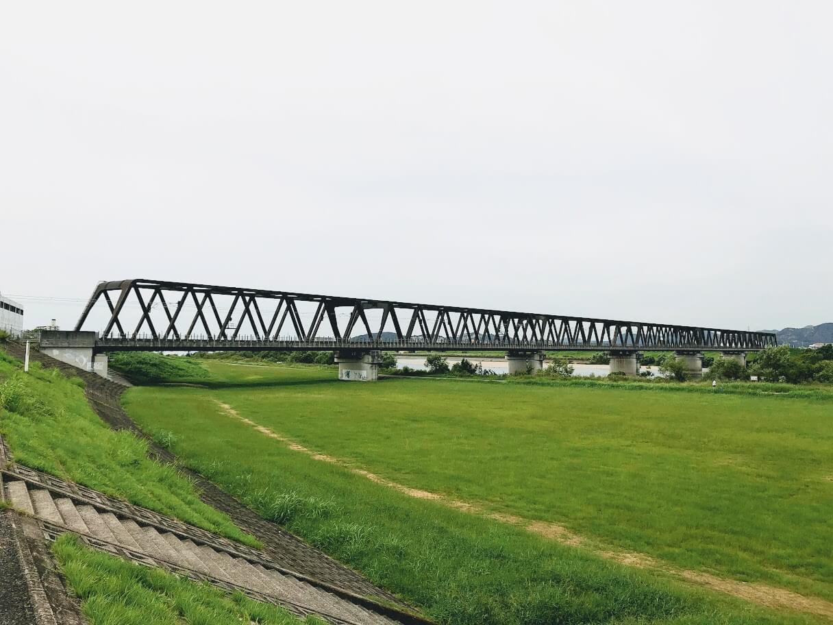 加古川河川敷のJR神戸線陸橋